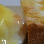 40647788 - 「ポケットサンド(たまご)」                       「練乳クリームの白パン」