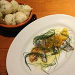PIZZA SALVATORE CUOMO - もちもちゼッポレとイワシのマリネオレンジとウイキョウのサラダ