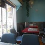 スカイ カフェ ケバブ - 2階 客席