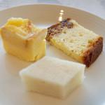 アーユルヴェーダ・カフェ ディデアン - ルラン、いちじくのケーキ、パンプディング