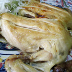 蒸鶏工房 白地商店 - 蒸鶏 (しお)全体像のあまりのワイルドさに…アップの写真をUPさせていただきます…^^;