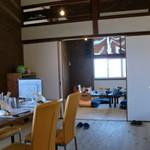 新島水産 - 2階の室内です♪