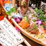個室×肉×鉄板料理専門店 Enfin - 舟盛りにメッセージ旗を。筆であしらわせて頂きます。