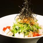 個室×肉×鉄板料理専門店 Enfin - 水菜と豆腐のシャキシャキサラダ。水菜と豆腐よ シャキッとしなさい!!!