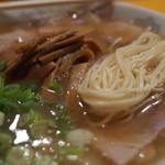 40659274 - 一番星のチャーシューメンの麺(15.07)
