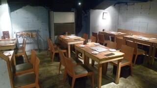 カッシーワ 茶屋町店 - テーブル席