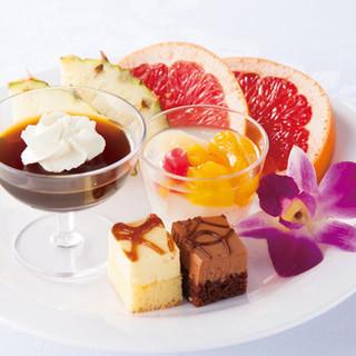 デザート、フルーツ、ドリンクも食べ放題★