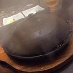40663865 - ほっこり有楽町店名物料理赤海老鬼殻焼きとトウモロコシの豪華宝楽蒸し