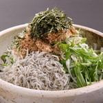 魚王KUNI - 釜揚げしらすと水菜サラダ