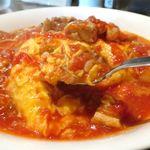 隣の洋食屋さん ブラボーパパ - トロトロ玉子とトマトソースのアップ