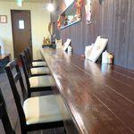 隣の洋食屋さん ブラボーパパ - カウンター席