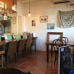 ピッツェリア ダ マッシモ - カウンターにテーブル席。大きな窯がございます♪