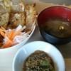 韓国食堂十八番 - 料理写真:こちらがセット、手前はチヂミです。最初ナスの揚げ浸しかと思いました。美味です。