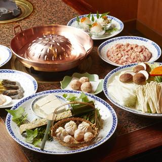 鍋×焼肉の絶妙な味わい『漢城鍋』特製のたまごダレをつけて。
