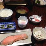 諸人御宿 まるや - 料理写真:朝ご飯。お漬物が美味しかった(((o(*゚▽゚*)o)))