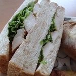 ソフィー - サンドイッチ バジル塩糀チキン