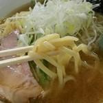 40681548 - アゴ出汁塩ラーメンの麺、この感じのスープと太めのストレートの組み合わせは珍しい@2015/8/7