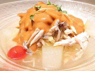 樓外樓飯店 - バンバンジー冷やし麺 1730円 の地鶏、クラゲ、冬瓜の特製ピーナッツだれ