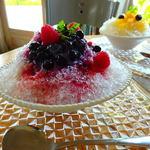 ラ・ドゥース・ヴィ - かき氷3種のベリーミルク