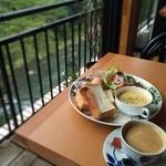 Cafe 茶楽 - 渓流沿いのカフェにて。