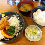 双葉食堂 - エビフライ定食(¥800)。海老は3本盛りです