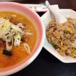 香蘭 - ランチ、担担麺と炒飯@890