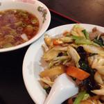 香蘭 - ランチ、中華丼とワンタンスープ@890
