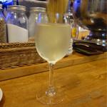 Gokou Stand Bar - リースリングワイン 550円