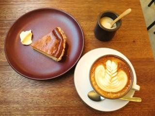 cafe634 - カプチーノ、ベイクドチーズケーキ