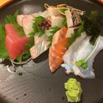 寿司お造り 大漁 - 刺し盛りは500円という破格値ですが‥