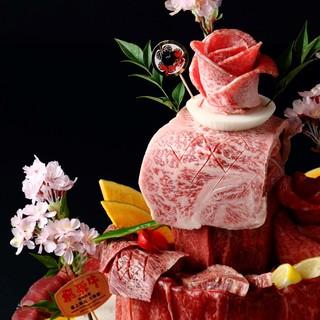 夜桜名物!ケーキ盛り。夜桜のオススメ部位をデコレーション♪