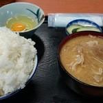 Kadoya - めし中、ぶた汁、生卵