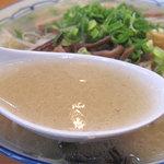 えぞっ子 - スープは塩分濃い目な複雑な塩味スープです。