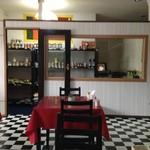 ヘラディワ - 店内奥(入口左)の食材コーナー
