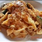 イルチエロ - パスタランチ Pranzo B 自家製タリアテッレ・鶏肉と夏野菜のトマト煮込みソース