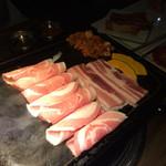 プングム - 食べ放題の焼肉、焼きはじめ