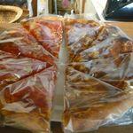 ブール - トマトピザ、カレーピザ(各¥200)