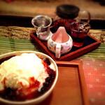 Natural Cafe&Gallery 蔵 - 奥* 水蜜桃(シェイミンタオ) 手前* 雪花冰(シェホァピン) ボバ   美味♪ 2年程前の写メですが。 水蜜桃は ほんのり甘酸っぱい風味のお茶 ボバは黒タピオカ入りカキ氷で 紅茶味だった気が…