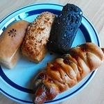 桜楓堂 - レンガパン(左からクリーム・ボロネーゼ・チョコ)ソーセージパン☆ これら手作りパンはいずれもモッチリしてて美味しい!焼きたては勿論冷めても美味しいです!