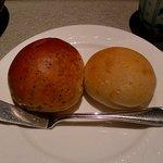 Yusan - おかわり自由の焼き立てパン