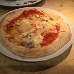 金色の午後 - 4種のチーズピザ