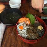 40714364 - 三色丼 & アオサ