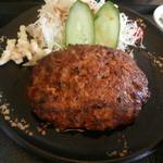 さかた  - 手作りハンバーグ定食(アップ)