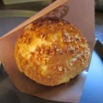 パティスリー 麓 - 塩麹のシュークリーム