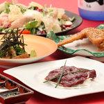 博多金蛸 - 胡麻サバ、和牛レバ刺、手羽から、生ハムと温泉玉子のシーザーサラダ