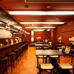 博多金蛸 - カウンター9席、テーブル24席、お座敷26席完備、最大宴会50名様まで利用可能です。