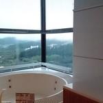 星野リゾート リゾナーレ トマム - 部屋のバブリーなジャグジー