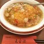 天香樓 - ■宮廷海鮮あんかけ炒飯 見た目もゴージャスな一品。海鮮の具もゴロゴロ入ってボリューム◎ とありましたが…(^^