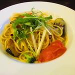 馬車道 - 彩り野菜のペペロンチーノ