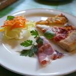 イル・トゥルッロ - 前菜盛合せ(サラダ・イタリア産ハム・マルゲリータピッツア・イタリア風オムレツ)